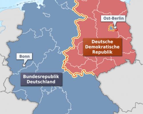 """Obwohl Deutschland seit 1949 faktisch in zwei Staaten geteilt war, behielt sich die BRD im Rahmen des """"Alleinvertretungsanspruchs"""" die internationale Vertretung für Gesamtdeutschland vor. Die DDR erkannte sie nicht als völkerrechtlichen Staat an"""