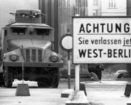 Zwischen 1949 und 1990 war Deutschland (und Berlin) in Ost und West aufgeteilt