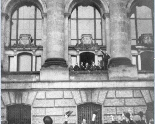 Am 9. November 1918 wurde zweimal die Republik ausgerufen, weil sich zwei Gruppen nicht auf eine einheitliche Staatsform einigen konnten