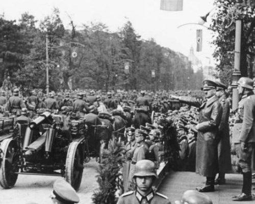 In der NS-Zeit (1933-1945) war das Deutsche Reich ein diktatorischer Führerstaat