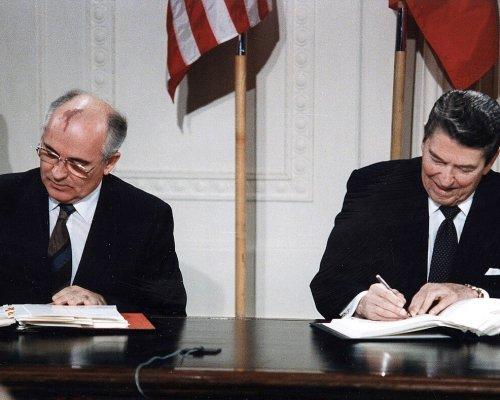 INF-Vertrag, Unterzeichnung von Gorbatschow und Reagan 1987
