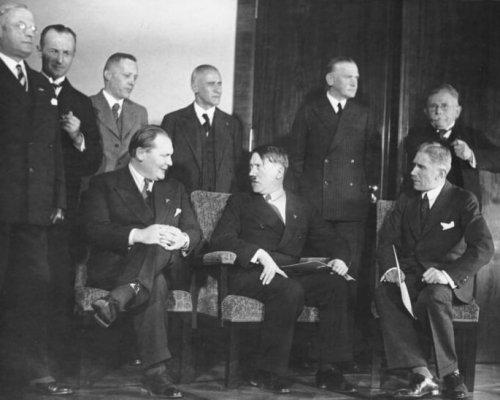 """Das seit dem 30. Januar 1933 existierende """"Hitler-Kabinett"""" war eine Koalition aus NSDAP und DNVP"""