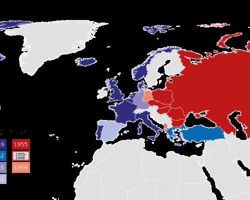 Im Kalten Krieg war die Welt aufgeteilt in einen Westblock (USA) und Ostblock (Sowjetunion). Beide Lager waren jeweils in ein Militärbündnis integriert (NATO und Warschauer Pakt)