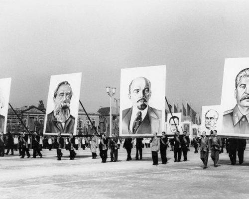 Die sozialistische Staatsideologie der SED in der DDR baute auf der Lehre des Marxismus-Leninismus auf