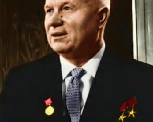 """Nikita Chruschtschow leitete nach seiner Rede auf dem Parteitag der KPdSU (1956) die """"Entstalinisierung"""" ein"""