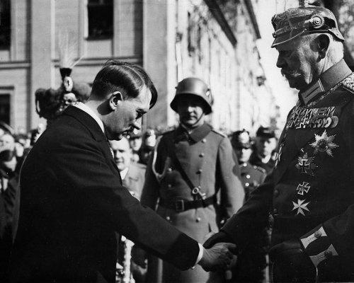 Hitler Hindenburg am Tag von Potsdam
