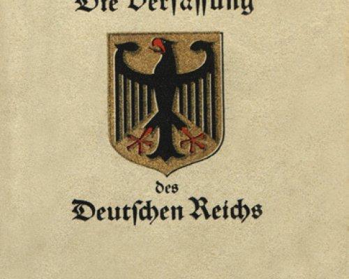 Am 14. August 1919 trat die Weimarer Verfassung in Kraft. Darin wurden erstmals allgemeine Grundrechte für Deutschland garantiert. Viele dieser Artikel wurden aus der Paulskirchenverfassung von 1849 übernommen